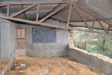 Reconstruction d'écoles détruites dans le district de Nuwakot